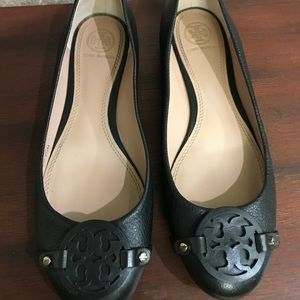 Size 7.5 Tory Burch black leather flats
